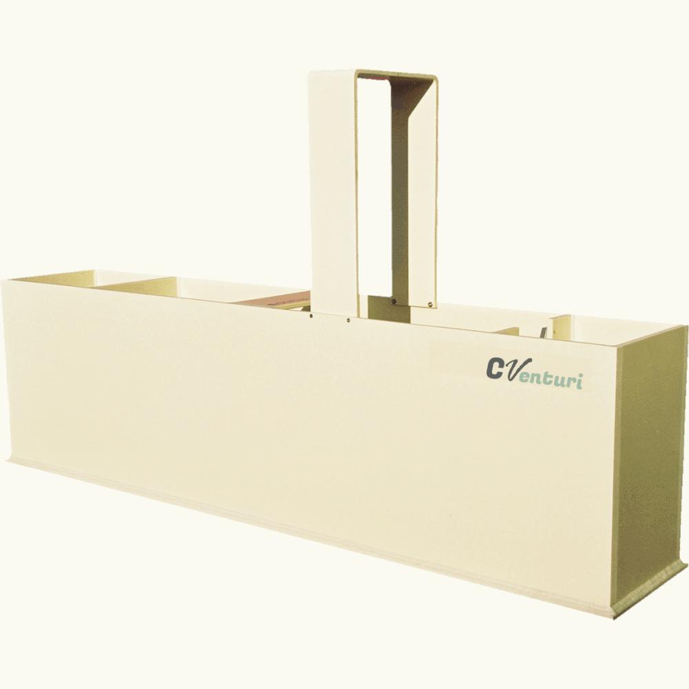 Bac jaugeur ISO 1438 équipé de sa potence pour capteur ultrasons