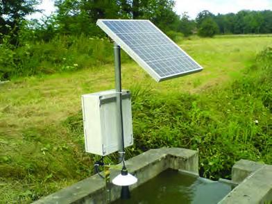Débitmètre canal ouvert avec panneau solaire sur déversoir rectangulaire